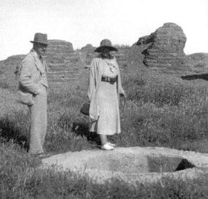 Agatha Christie con Max Mallowan a Tell Halaf negli anni '30.