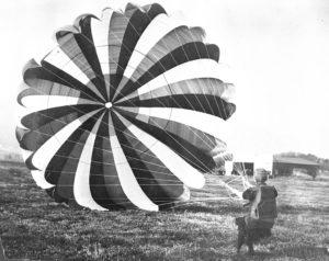 iny Broadwick con paracadute